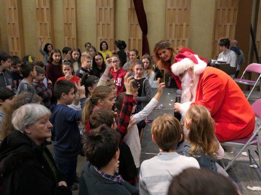 A Manolisz Glezosz Iskola karácsonyi ünnepsége